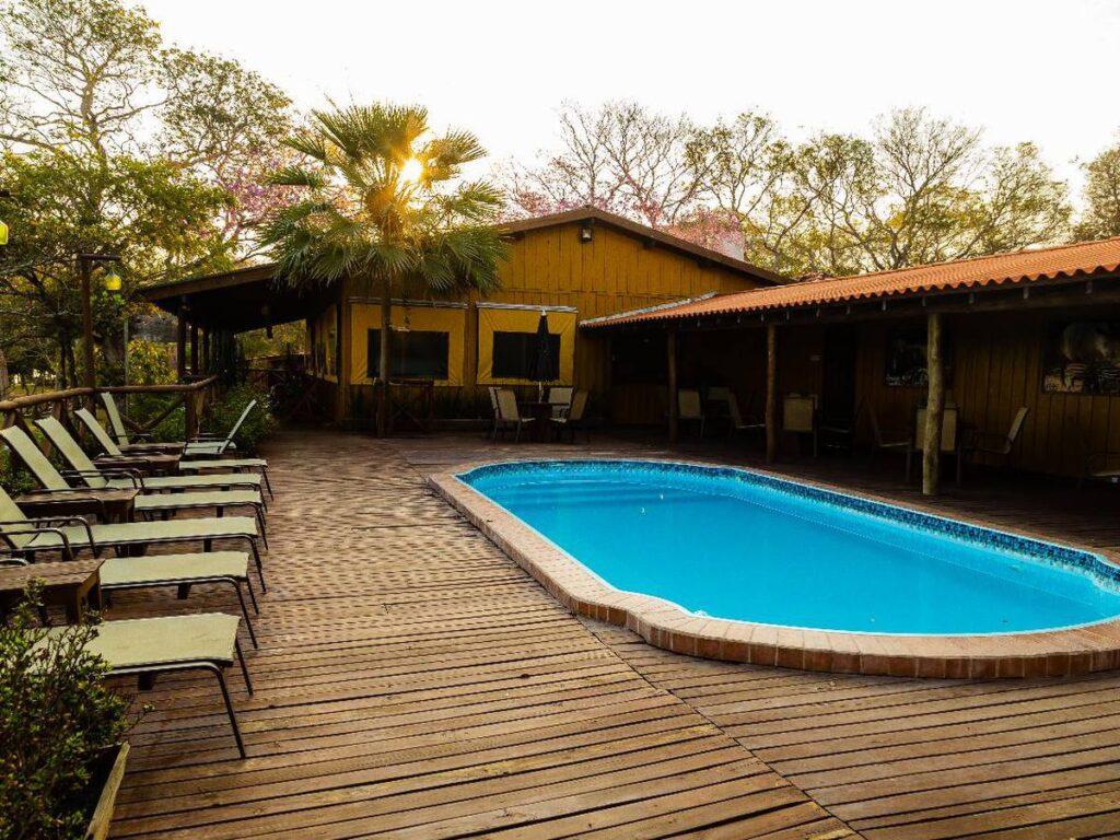 Estrutura de primeira e piscina no Pantanal Jungle Lodge. Foto: Visit Pantanal