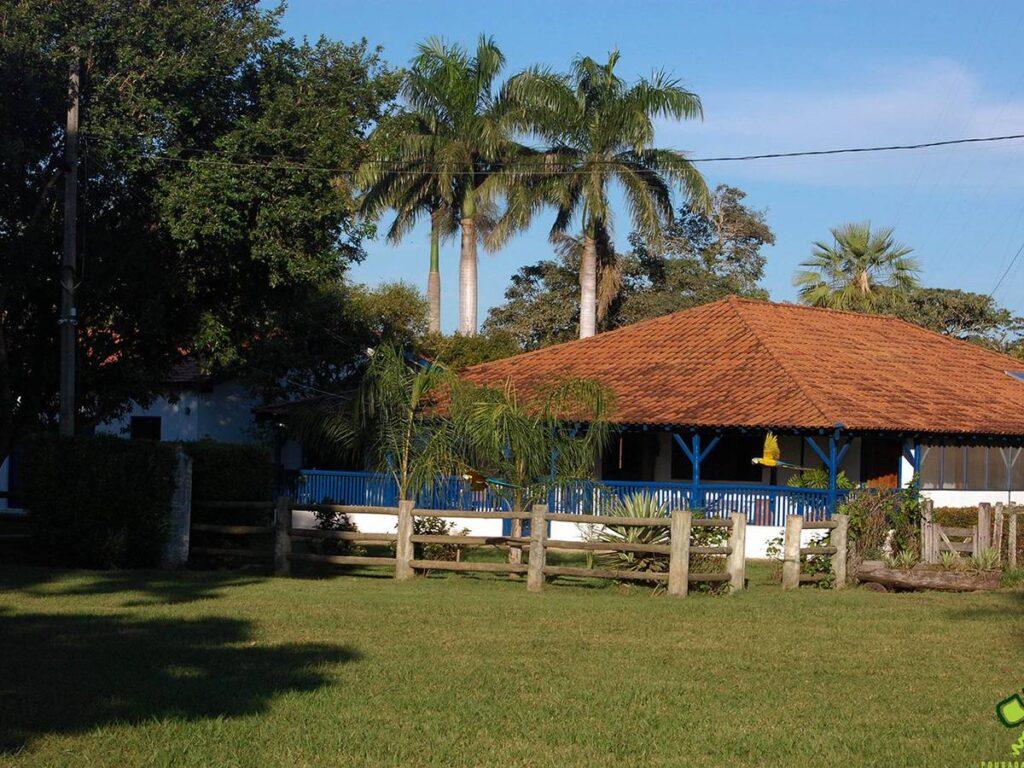 Imagem mostra a estrutura externa da Pousada Pequi. Foto: Visit Pantanal
