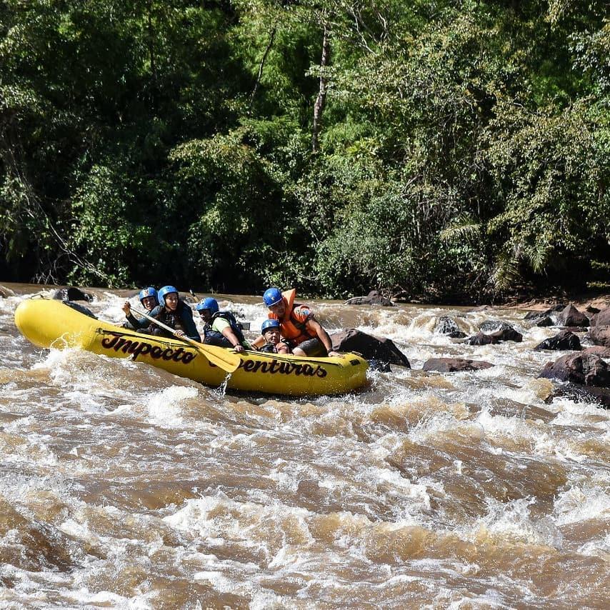 Consulte a Buriti Viagens e Turismo e fique por dentro de todas as ofertas do passeio de rafting. Foto: Buriti Viagens e Turismo